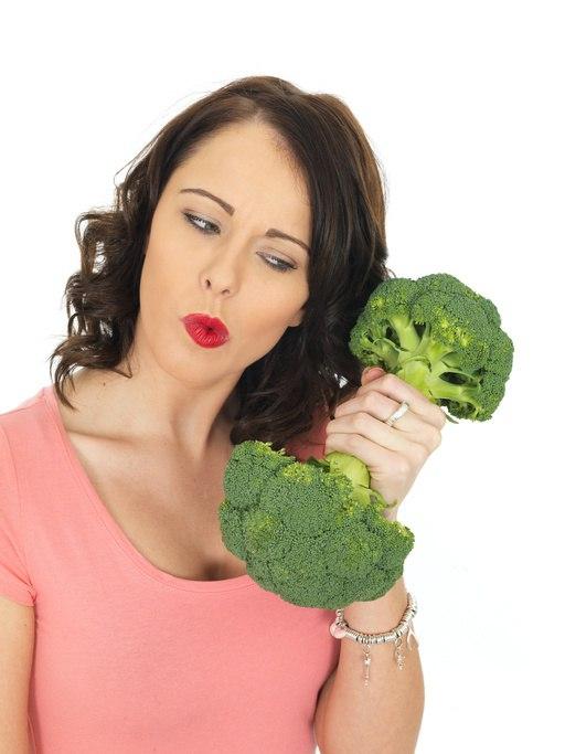 Woman_with_broccoli.jpg