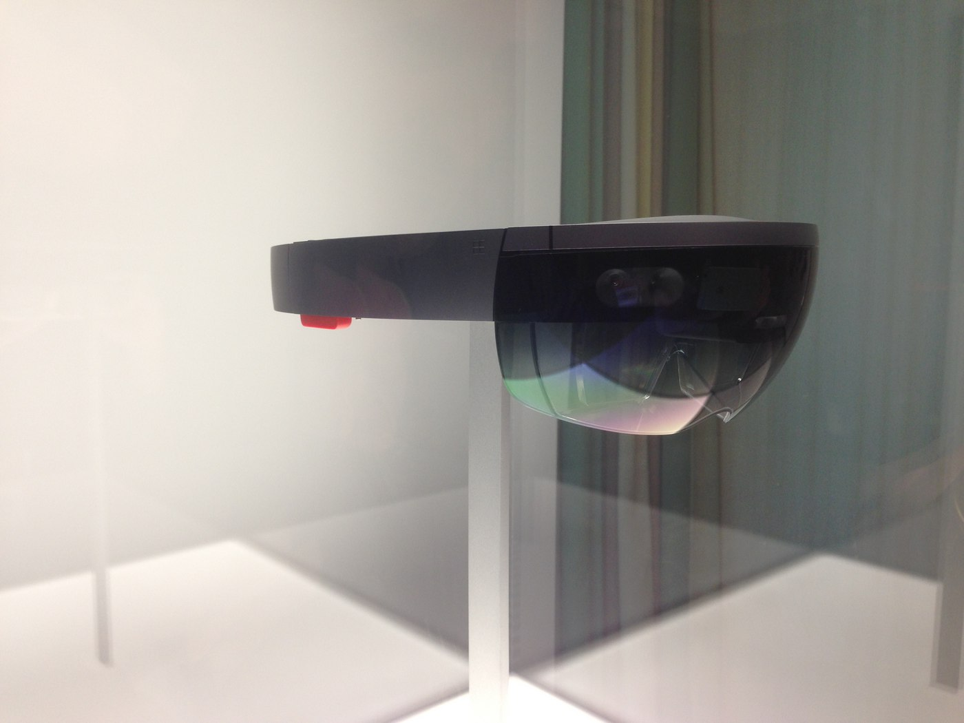 Microsoft Reinvents 3D Glasses with HoloLens